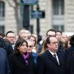 Hollande visits main Paris mosque, a year after Charlie Hebdo attack
