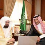 Madinah Gov. Prince Faisal bin Salman and Sheikh Abdulrahman Al-Sudais during the launch of the e-program.