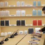 Apple keeps lead in slumping global tablet market